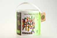 Dřevěné kostky v kyblíku