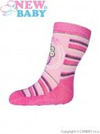 Dojčenské ponožky New Baby s ABS ružové s pruhmi a torty NEW BABY
